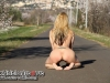 thumbs 0328 Mexhibant nue sur la route