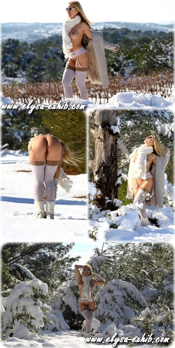 001a27 Mexhibant nue dans la neige