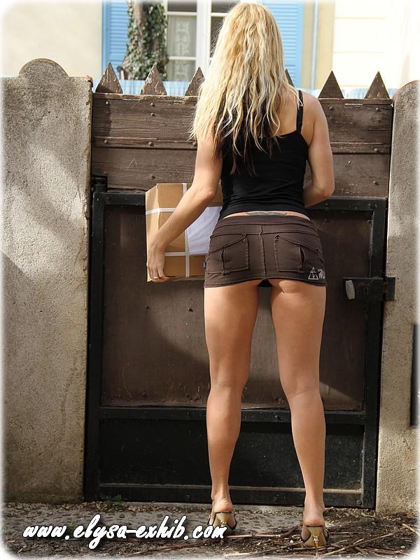 00196 Mexhibant sans culotte pour le livreur