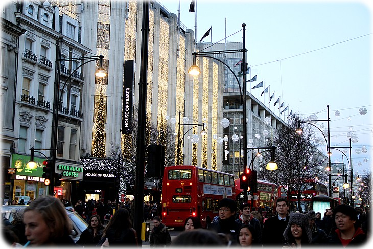 0033 Mexhibant dans Victorias Secret à Londres