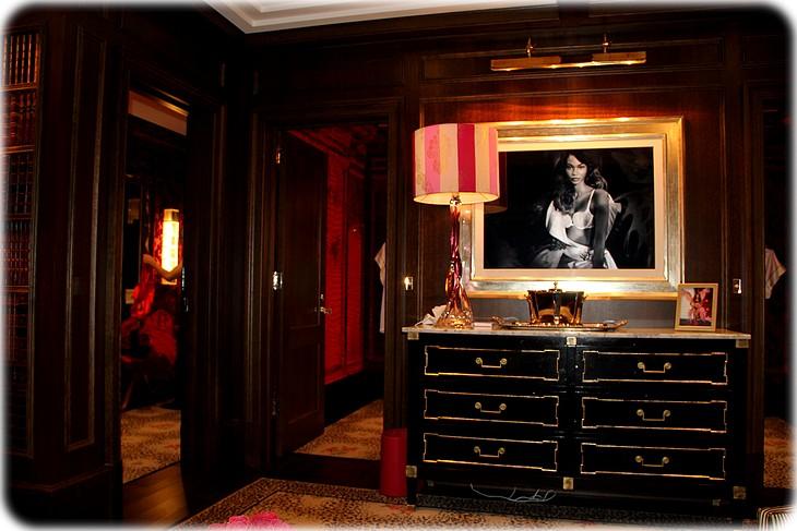 0053 Mexhibant dans Victorias Secret à Londres