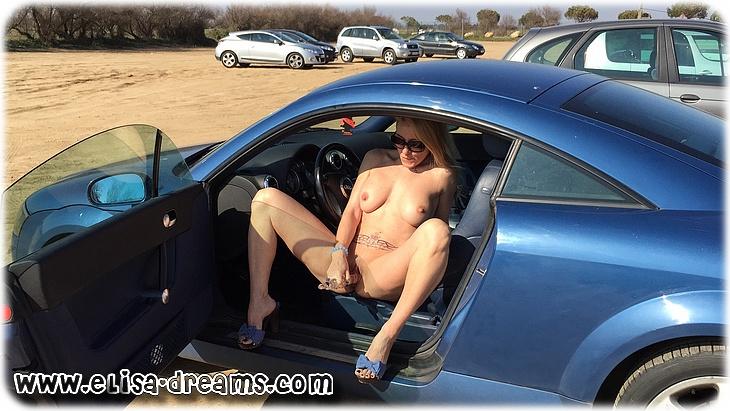 IMG 4999 Mexhibant nue en excitant des voyeurs