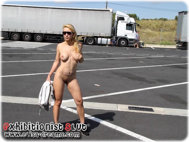 0091 Mexhibant nue devant des camionneurs