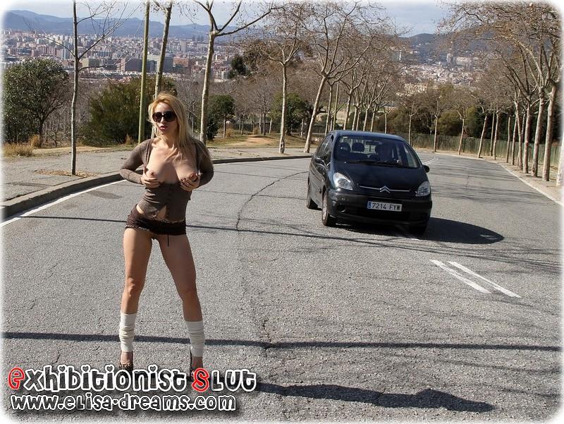 a0110 Mexhibant en public sur Montjuic