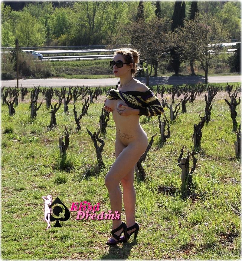 Image0130 Sexy et nue dans la nature