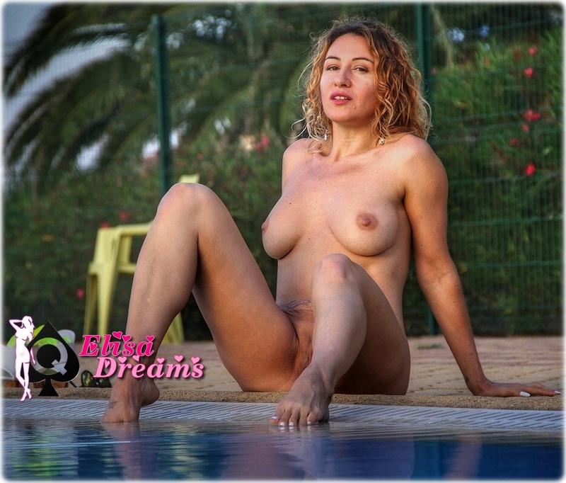 IMG 0932 Posant nue dans une des piscines du Cap!
