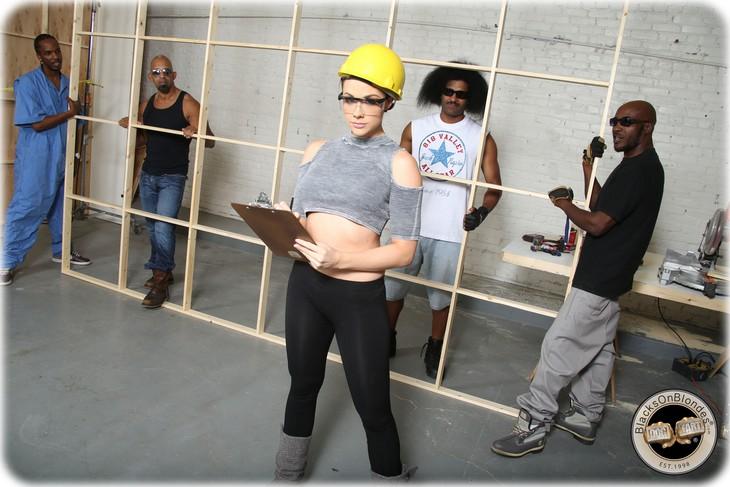 011 Chanel Preston baisée et sodomisée par 4 blacks