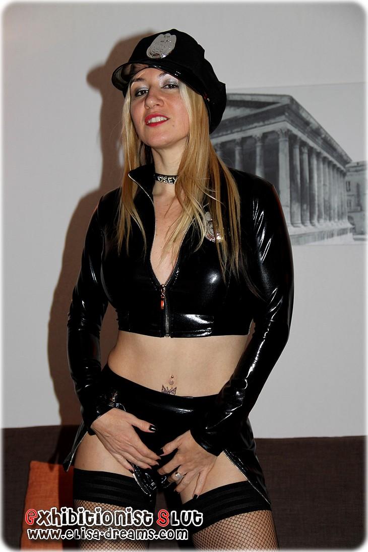 0 119 Elysa sexy et coquine pour un nouveau gangbang