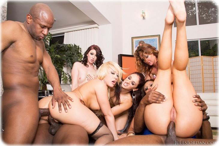 0024 Orgy interraciale avec de belles salopes