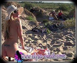 M'exhibant en me godant dans les dunes devant 7 voyeurs.