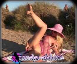 M'exhibant en me godant dans les dunes devant des mecs